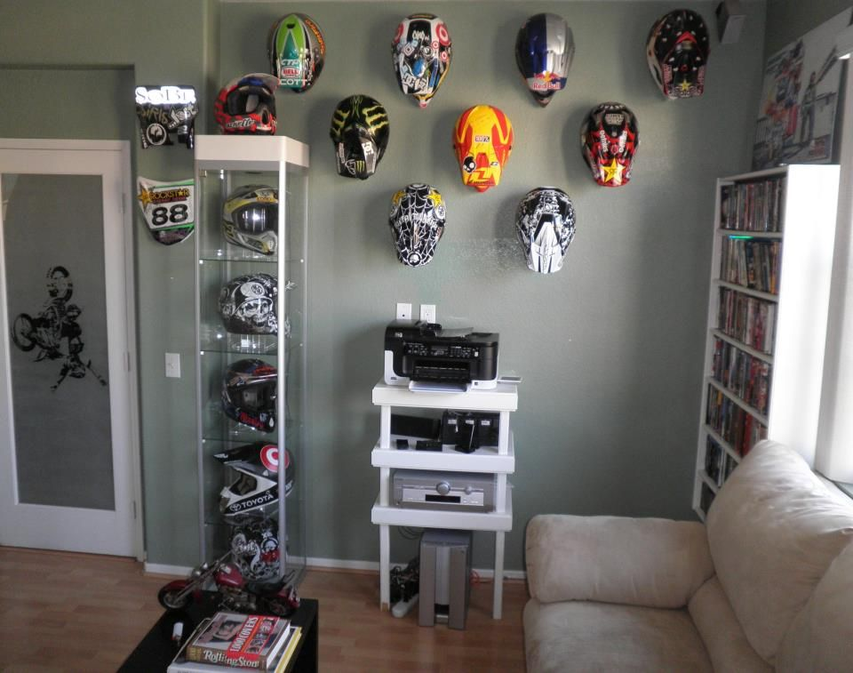 Great idea for retired helmets niccool pinterest for Dirt bike bedroom ideas