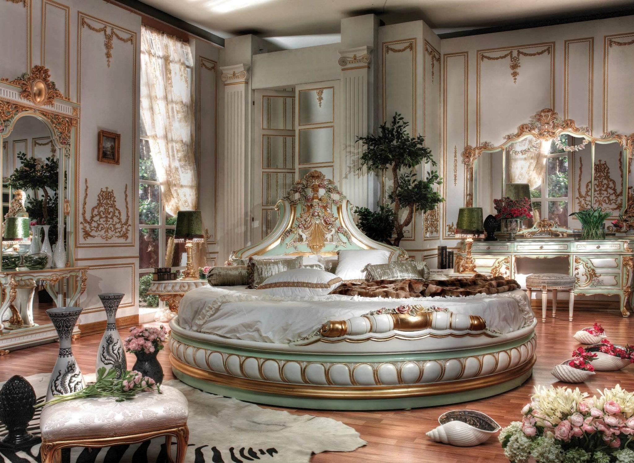 Italian Baroque Interior Design Italian Bed Room In Round Shape Italian Classic Bed Room In Round Round Beds Italian Bedroom Furniture Italian Bedroom