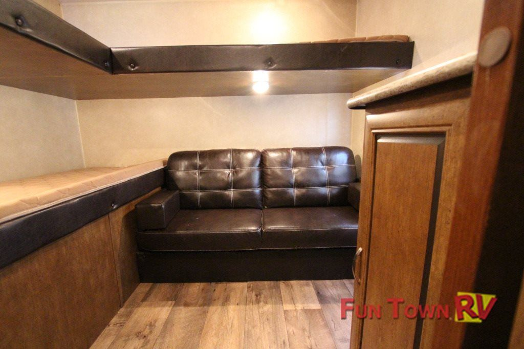 Back Bunkhouse With 3 Beds And A Sofa Kids Entertainment