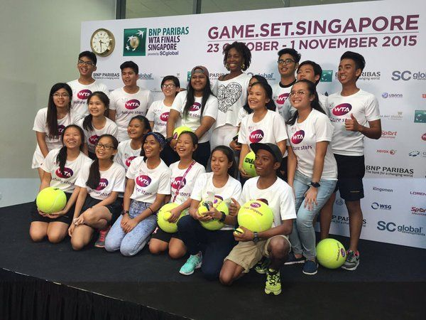 10/29/15 STsportsdesk  ·    Central Region, Singapore    - Venus Williams sure made these kids' day. #WTAFinals