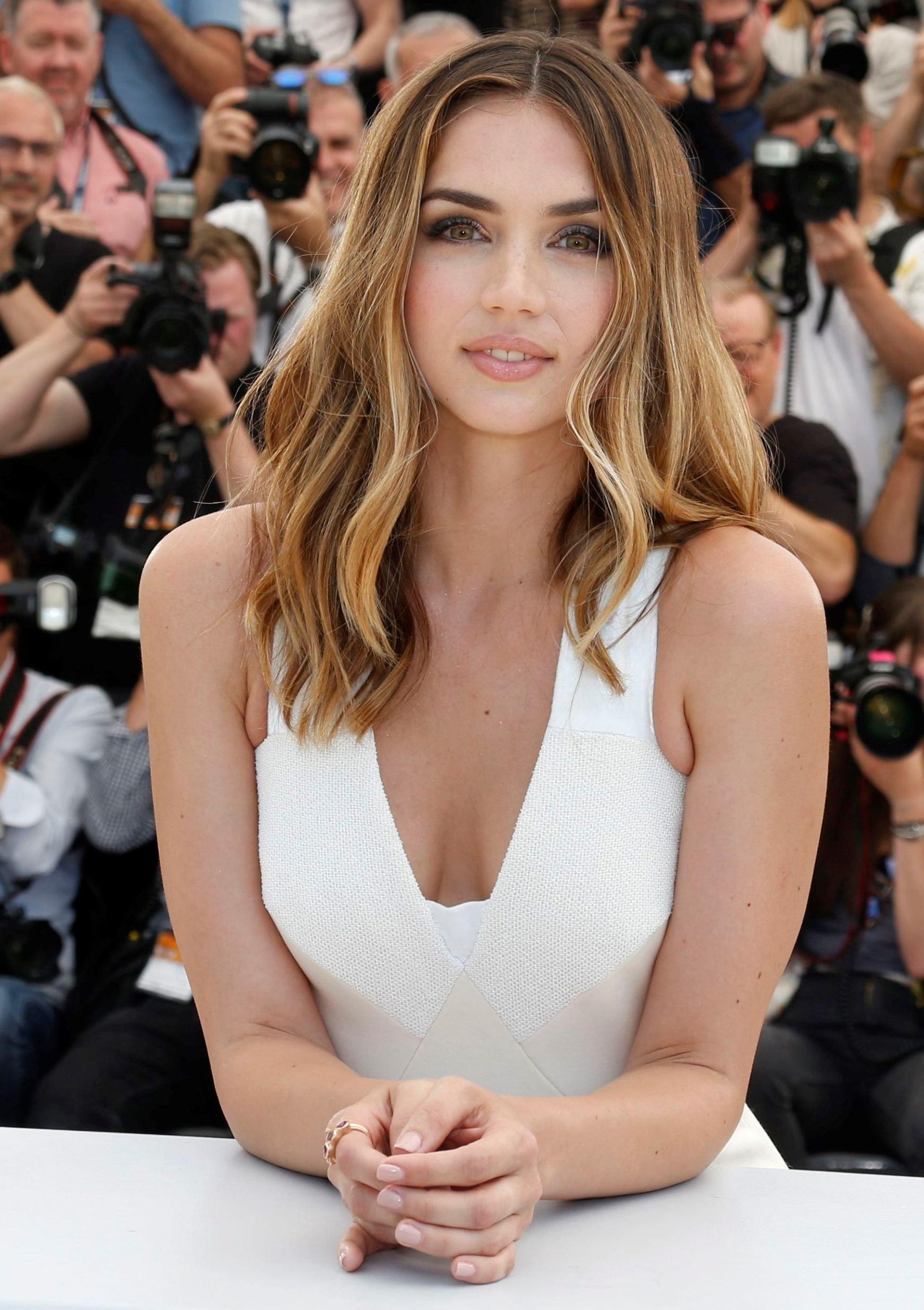 Ana De Armas Una Rosa De Francia ana de armas en 10 cambios de look | beauty, beauty women, women