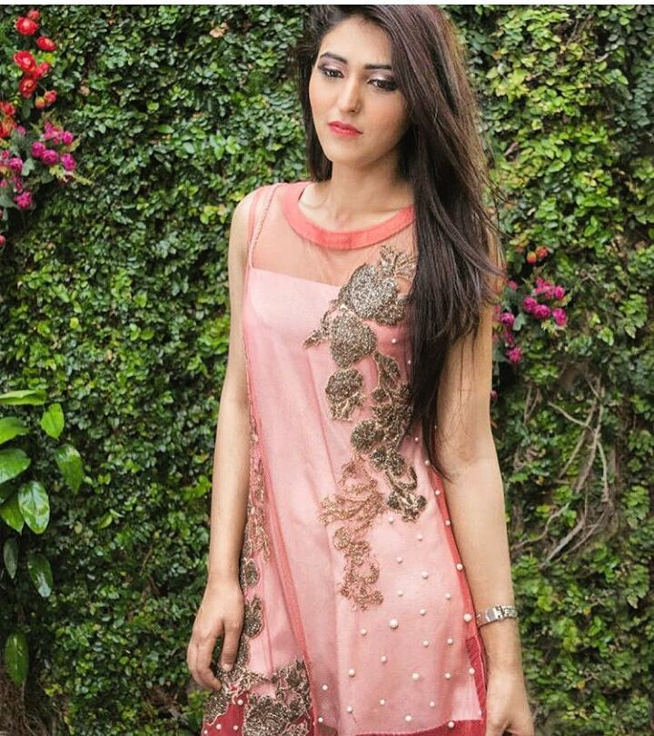 Beautiful dress by #shahjeevna  #followme #insta #instagram #instapic #instagood #instafollow #instagramers #instalike #instafashion #instafamous #lifestyle #style #model #samysays #glam #glamour #artist #fashion #fashionista #fashionblogger