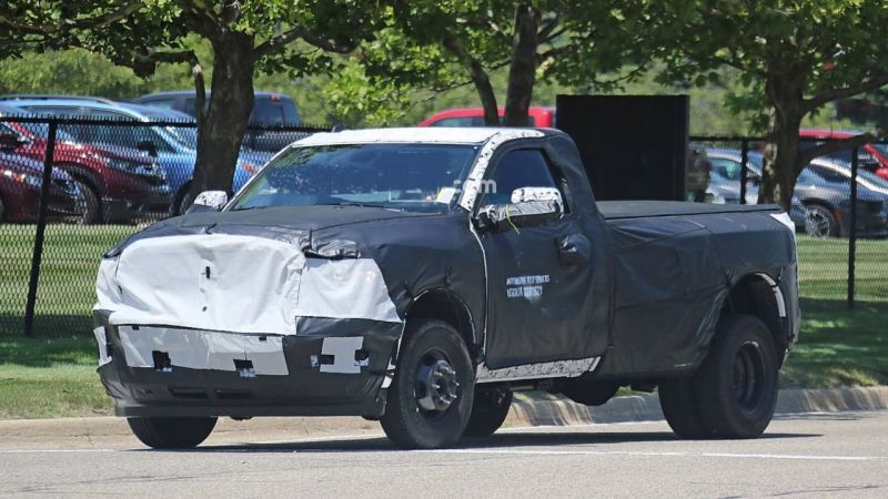 The Exterior Of The 2020 Ram 3500 Comes With Minor Improvements The Front End Now Sports A Nostril Grille With The Huge Ram L Ram 3500 Dually Cool Trucks Automotive Solutions