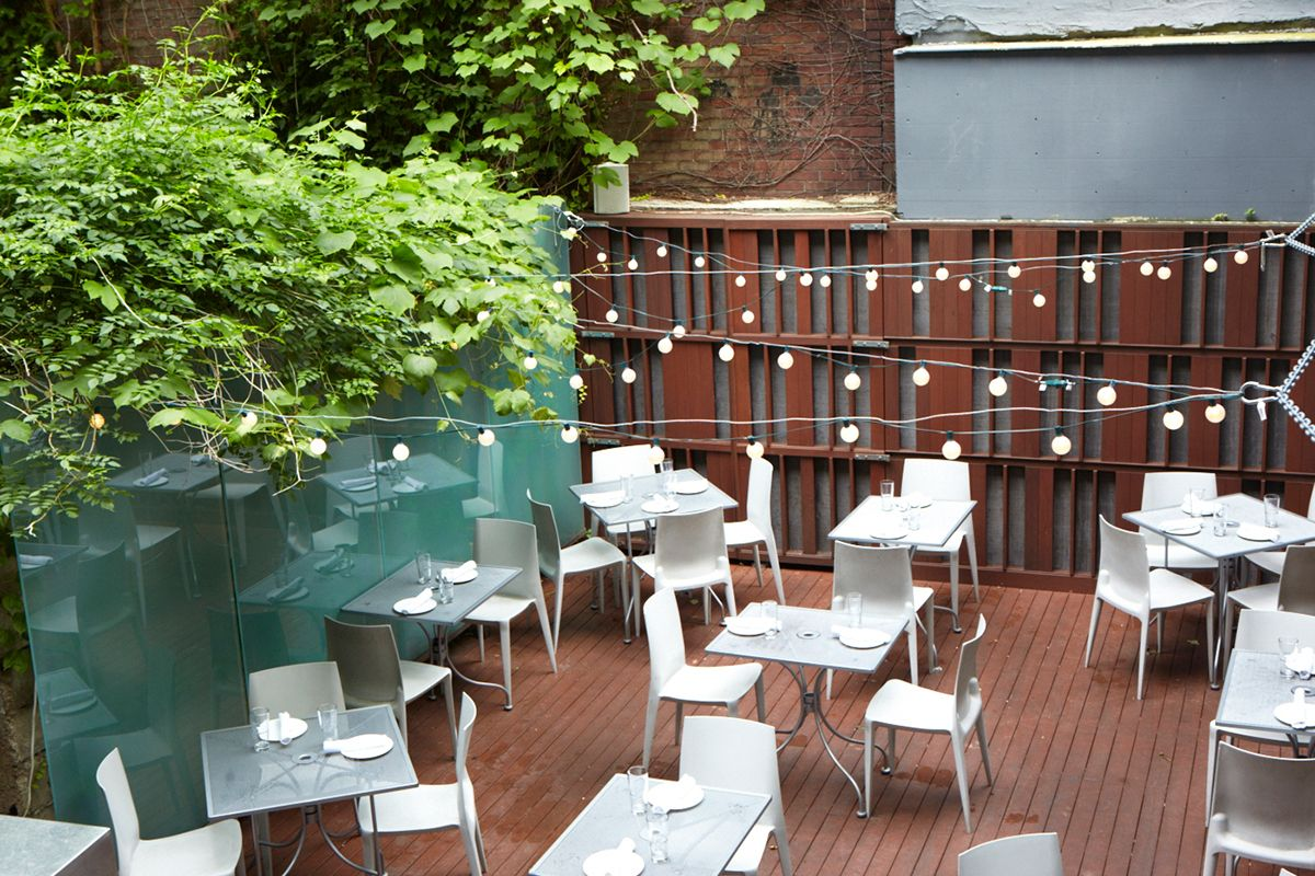 "Boston's Best Outdoor Dining -- 52 Restaurants & Bars ""BG-Oysters-best-outdoor-dining-patio-deck-al-fresco"""