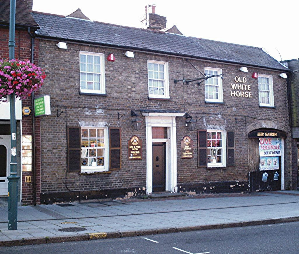 https://flic.kr/p/NCEqG | The Old White Horse, Rayleigh | Pub in the High Street