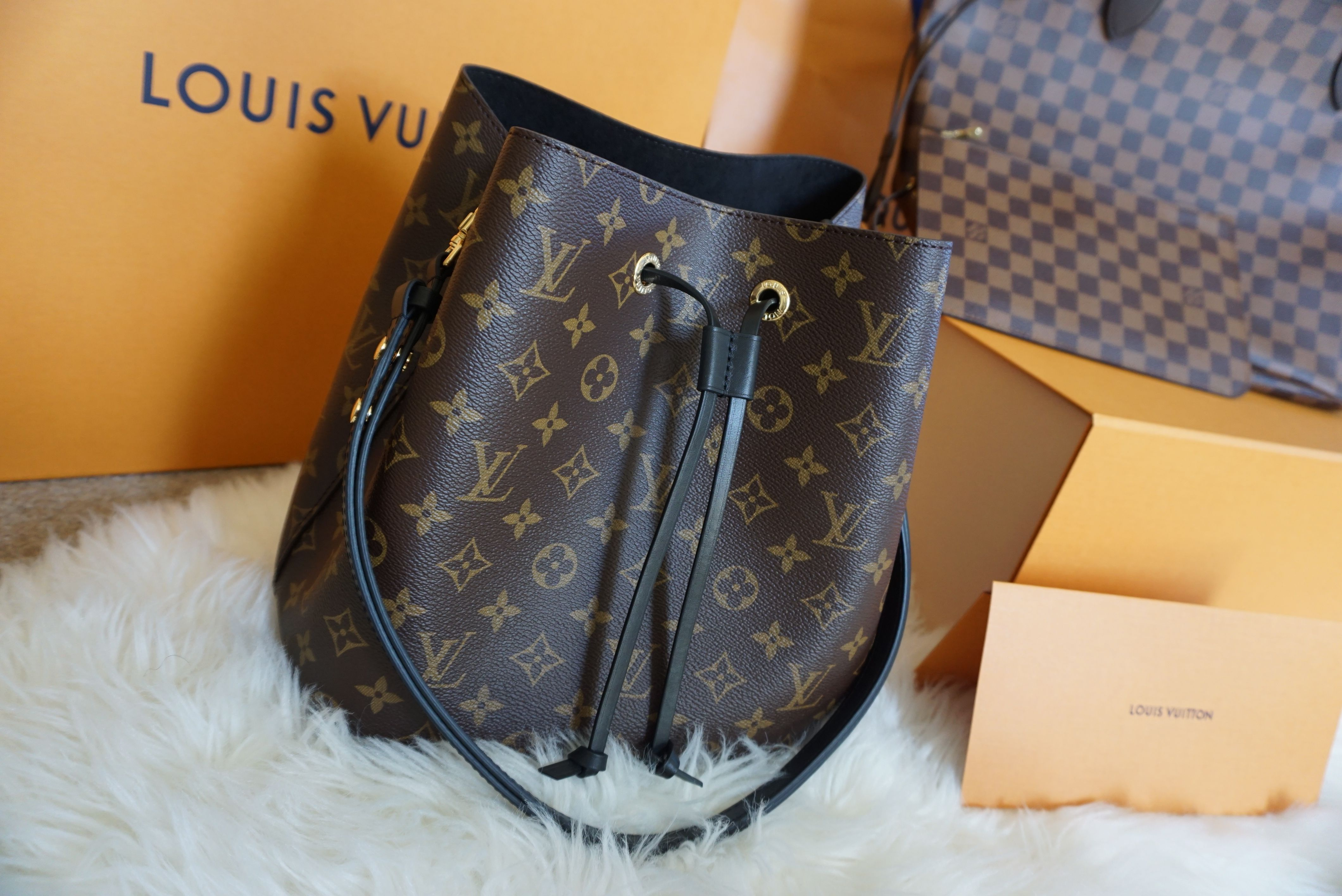 96826250a141 Unboxing of Louis Vuitton Neo Noe