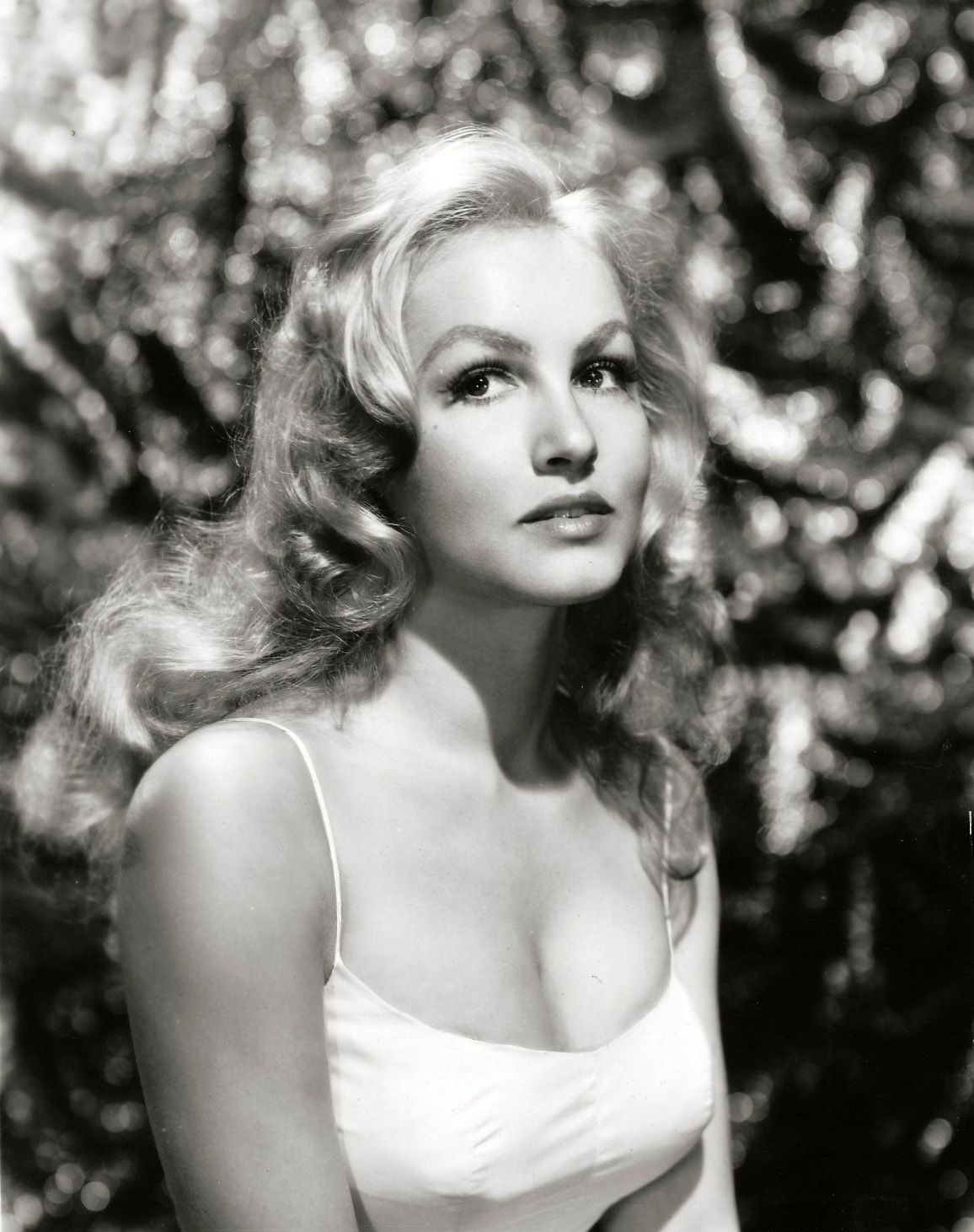 Julie Newmar born August 16, 1933 (age 85)