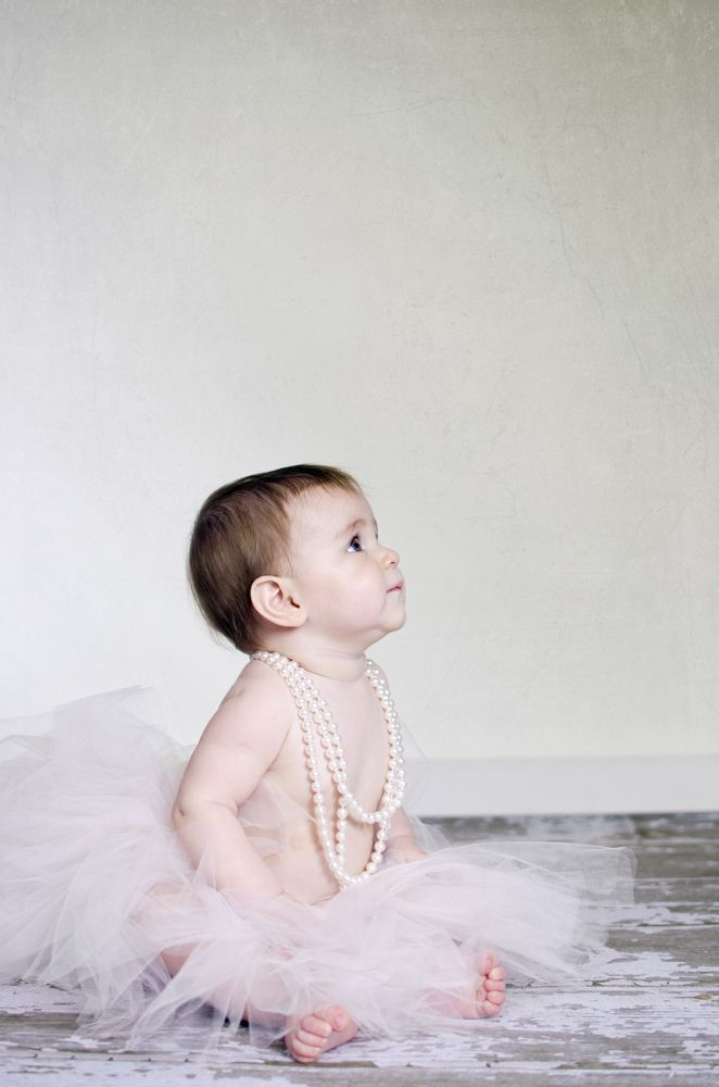 one year pictures. 1 year pics. 1 year picture ideas. fort wayne indiana photographe. little girl tutu and pearls dress up pictures