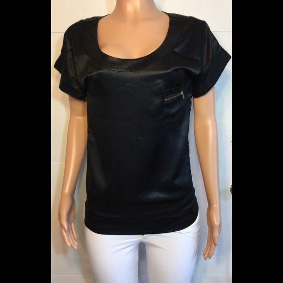 Diane Von furstenburg 100% silk top • Armpit to armpit is 18 inches • Length from neckline to bottom of shirt is 23 inches  • Sleeve length is 4 1/2 inches,                             • 15% off bundles Diane von Furstenberg Tops Blouses