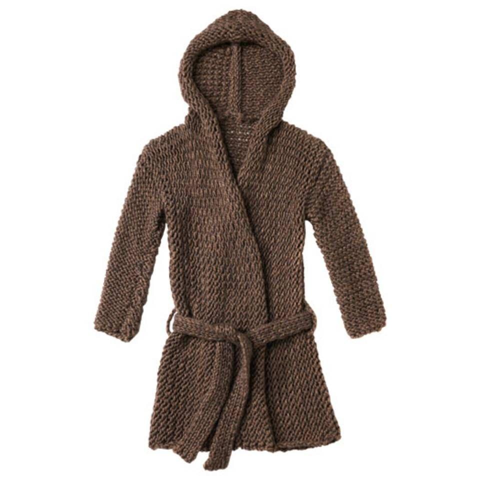 """Kapuzenjacke stricken - Anleitung und Muster - """"Die grobmaschige Kapuzenjacke stricken Sie mit einfach verschränkten Maschen. Sie hat einen Bindegürtel und ist so bequem, dass man in ihr wohnen möchte."""""""