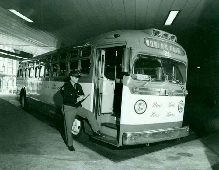 New york bus service gmc old look suburban trolleys etc for Motor city gmc service department