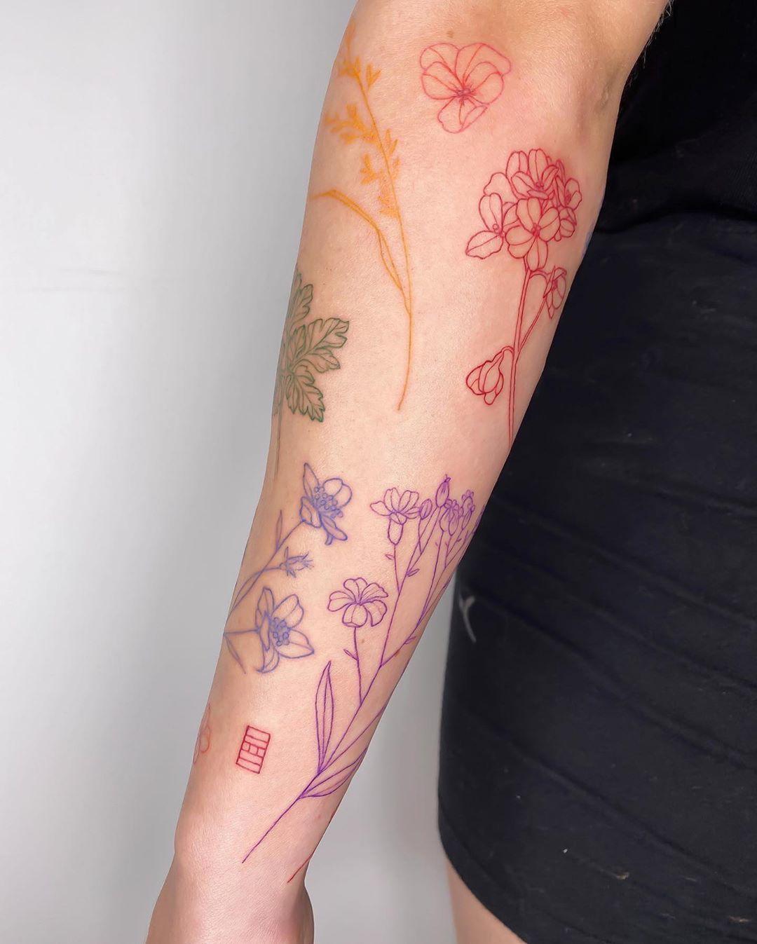 Tatuagem de flores: 65 ideias lindas para tatuar [