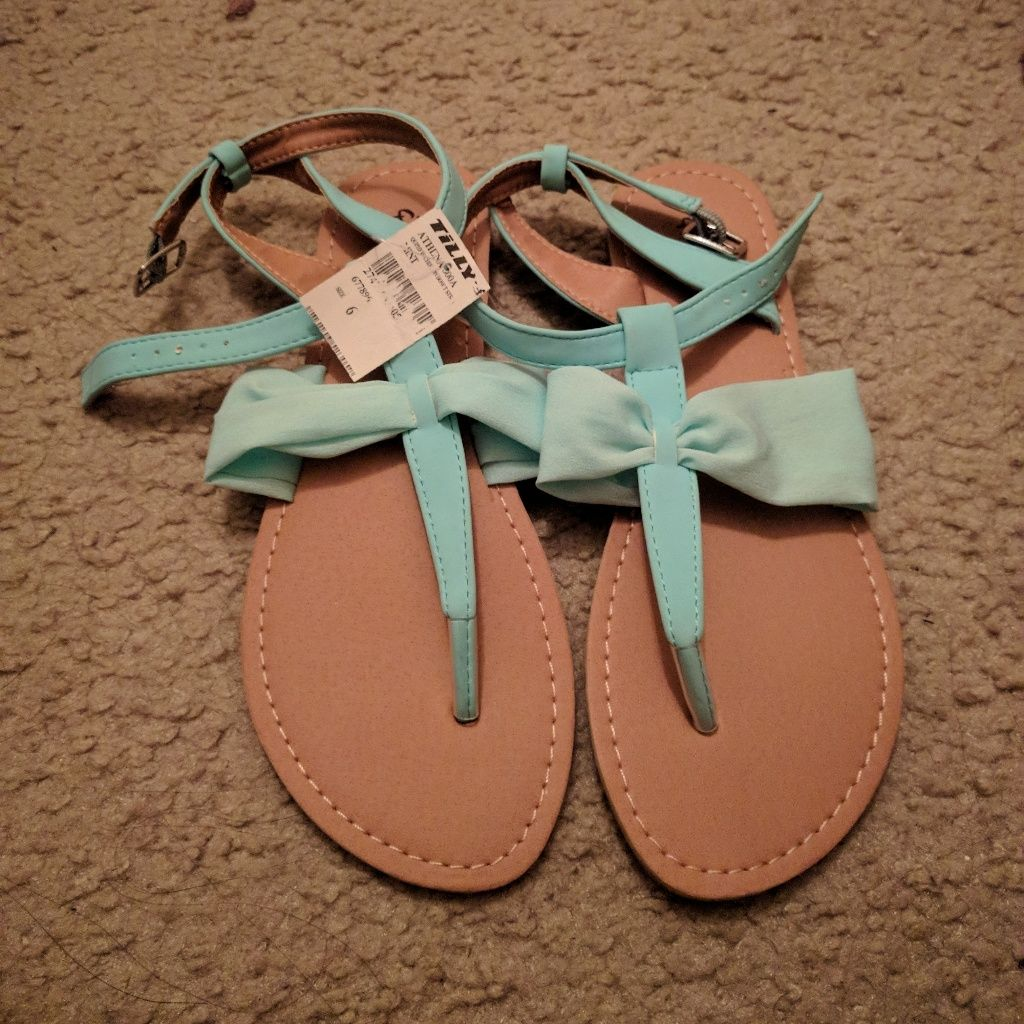 Nwt Sandals Size 6