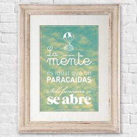 """Lámina """"La mente es igual que un paracaídas, solo funciona si se abre"""" frase inspiradora de Albert Einstein."""