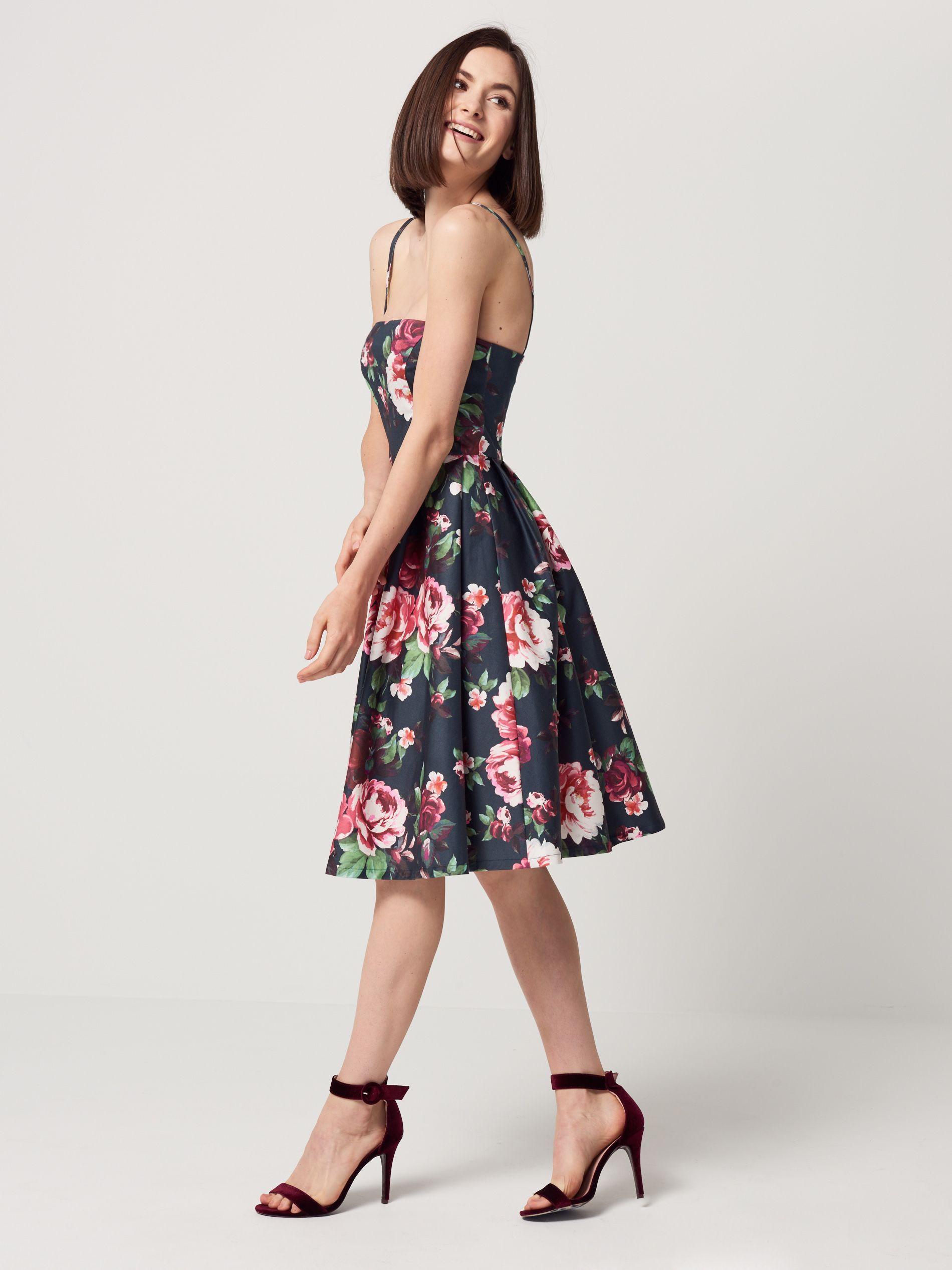 063acbe9a6 Gorsetowa sukienka z rozkloszowanym dołem