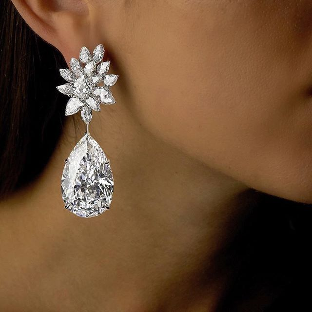 Miroir D Amour Earrings By Boehmer Et Benge Each Of These Pear Shaped Diamonds Is Flawless And Weighs Over 50 Carats They Are The Largest Their