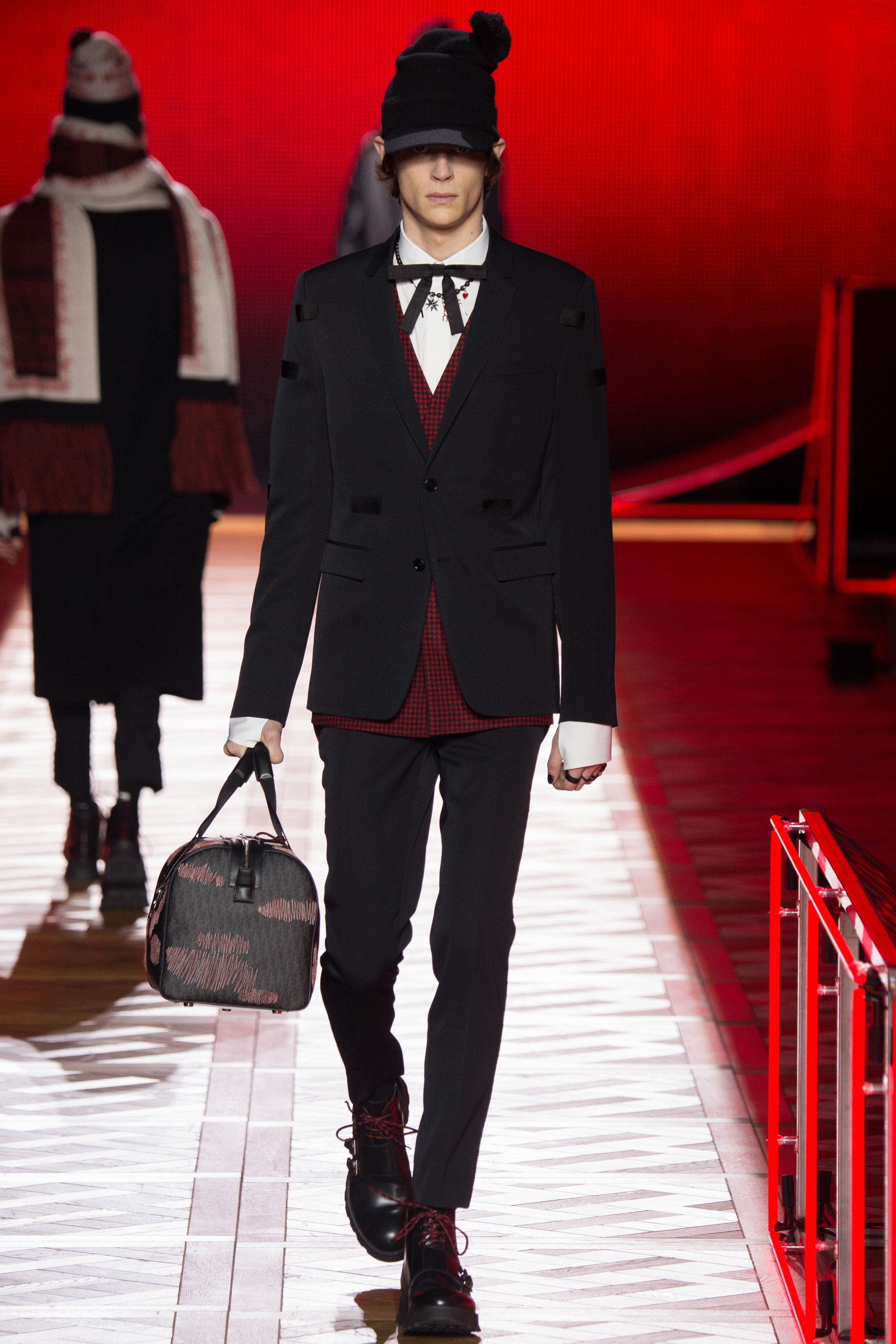 See the complete Dior Homme Fall 2016 Menswear collection.