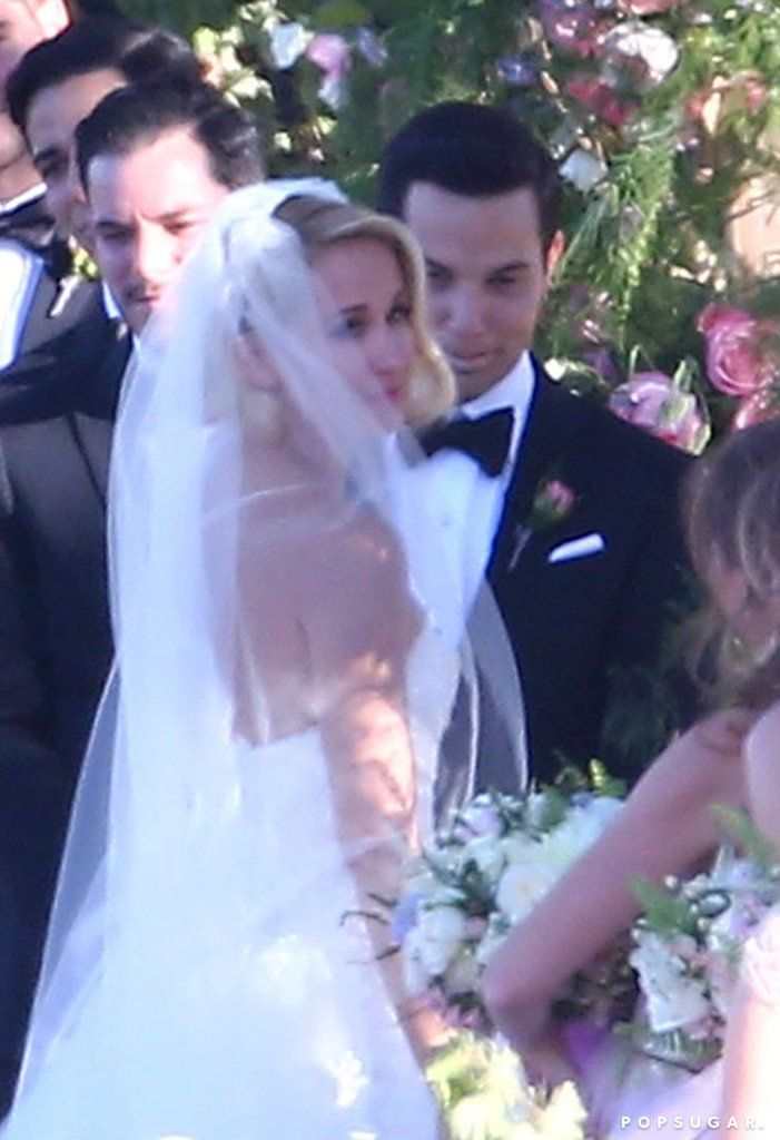 Anna Camp And Skylar Astin S Wedding Pictures September 2016