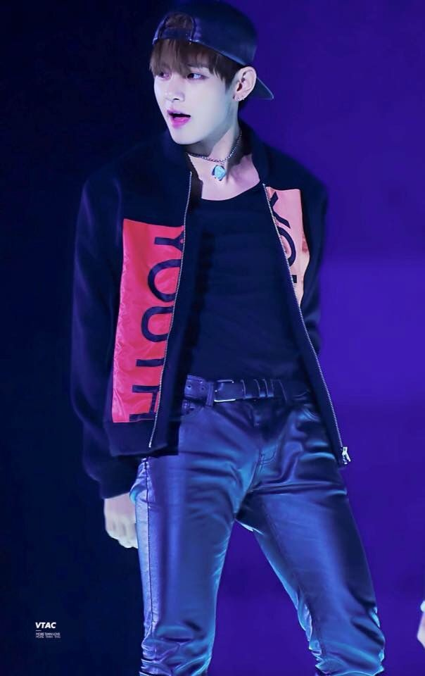 The stylists that pit Taehyung in Leather pants deserves a raise!!!