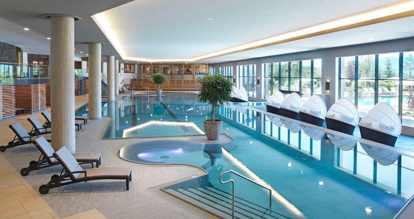 Indoor swimming pool luxus  Luxus des Tages: Inmitten der Bergwelt aufwachen | Spa