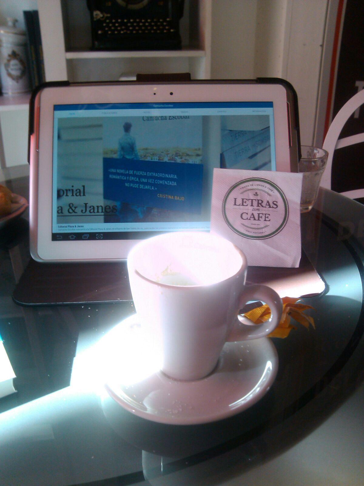 Cafecito en Letras con Café y lectura del Sitio Web de Camucha http://www.camuchaescobar.com.ar/