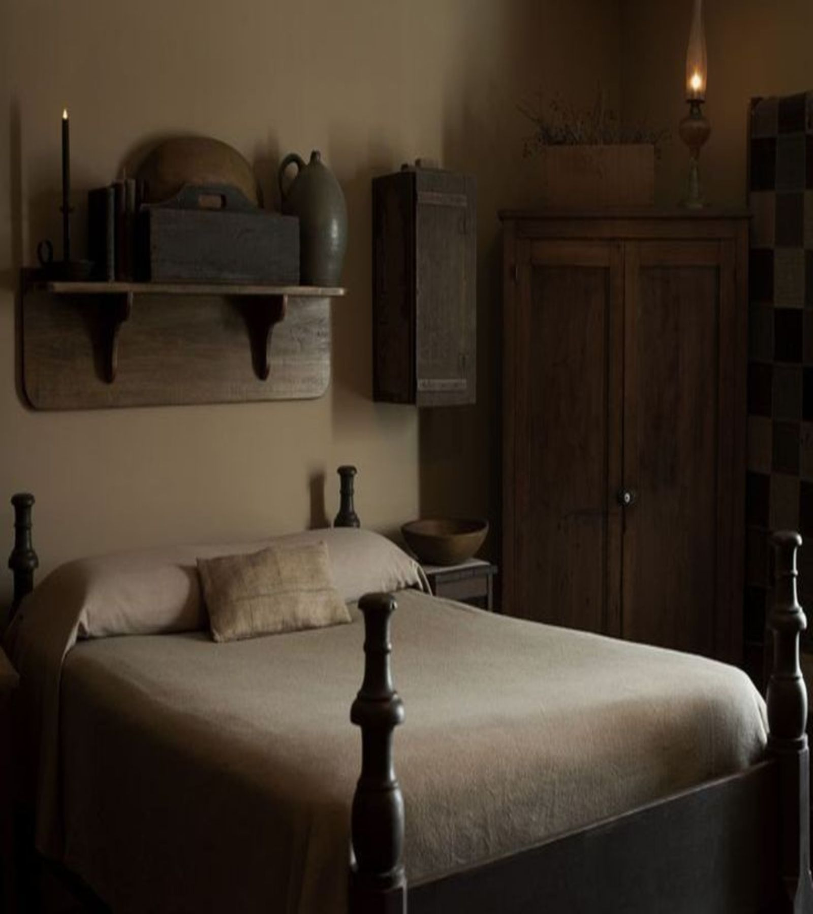 Primitive Bedroom Colonial Theme Bedroom That Has Matching Shelves And Closet The