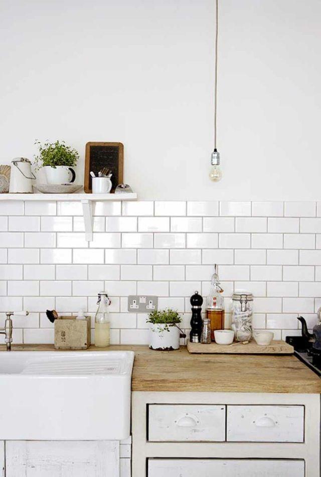 weiße Küche skandinavischer Stil Fliesen Fugen Holz | Küchen ...
