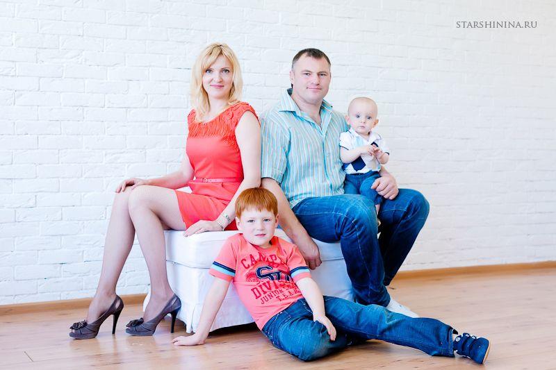 фото семья с двумя детьми