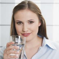 Hoeveel water moet je nu echt drinken? - Body - Flair