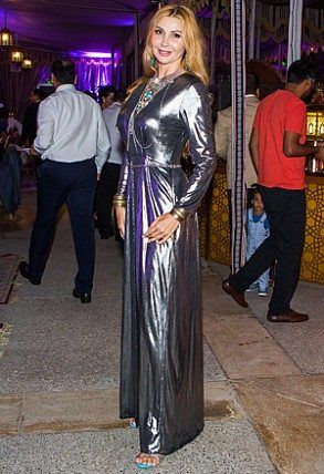 Pin By The Mnc Pr On Celebrities In Middle East Formal Dresses Long Formal Dresses Fashion