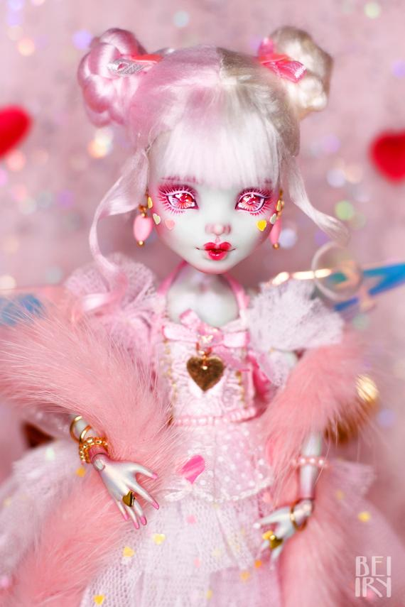 Monster High OOAK Valentine's Frankie Stein repaint custom doll #ooakmonsterhigh Monster High OOAK Valentinstag Frankie Stein repaint | Etsy #dolls
