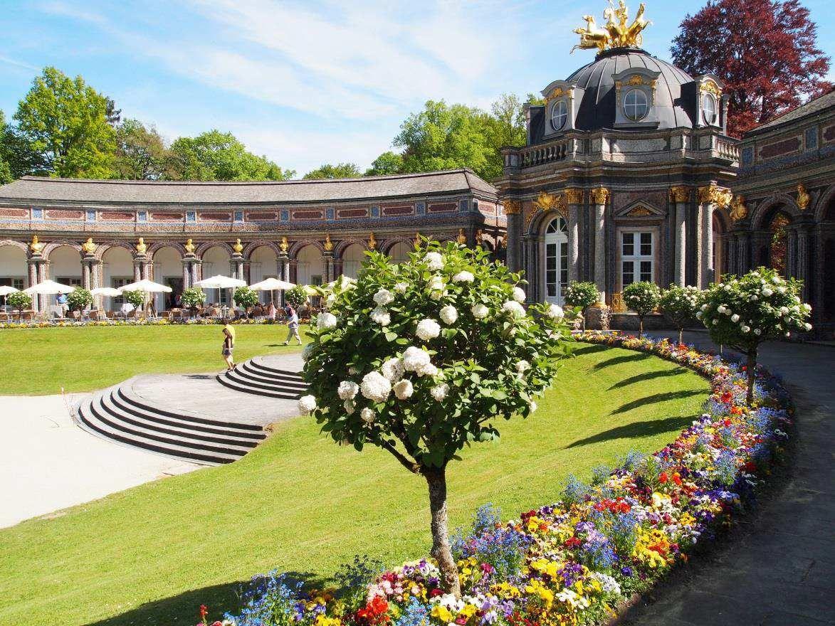 Barocke Gartenpracht In Der Eremitage In Bayreuth Der Sonnentempel Des Apoll Bildet Das Zentrum Des Neuen Schlosses Foto Gartenkunst Garten Und Pracht