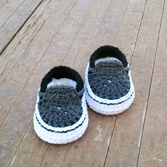 0542d2f4b7fa0f Crochet PATTERN. Vans style baby sneakers. Instant Download. Estilo Vans