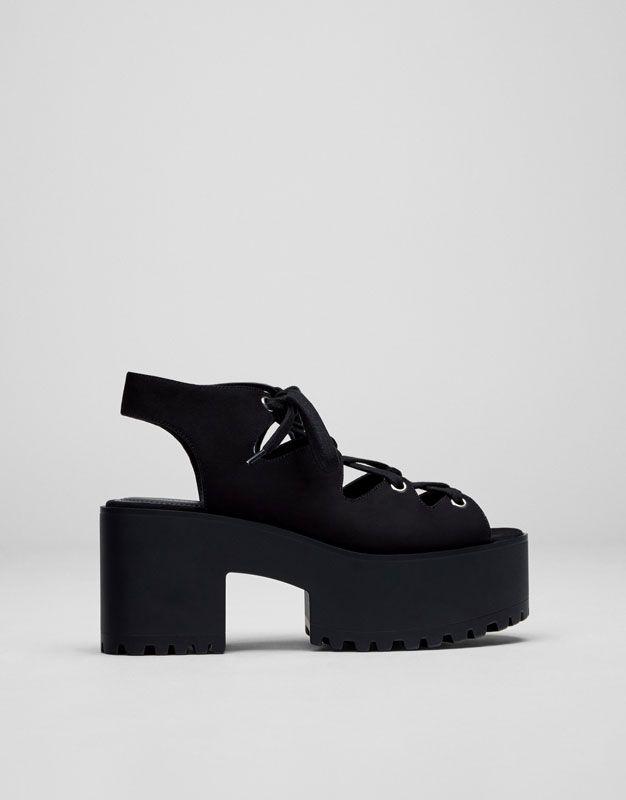c515a37f3ab Las sandalias de tacón de mujer SS 17 + cómodas en PULL BEAR. Mules y  sandalias de plataforma