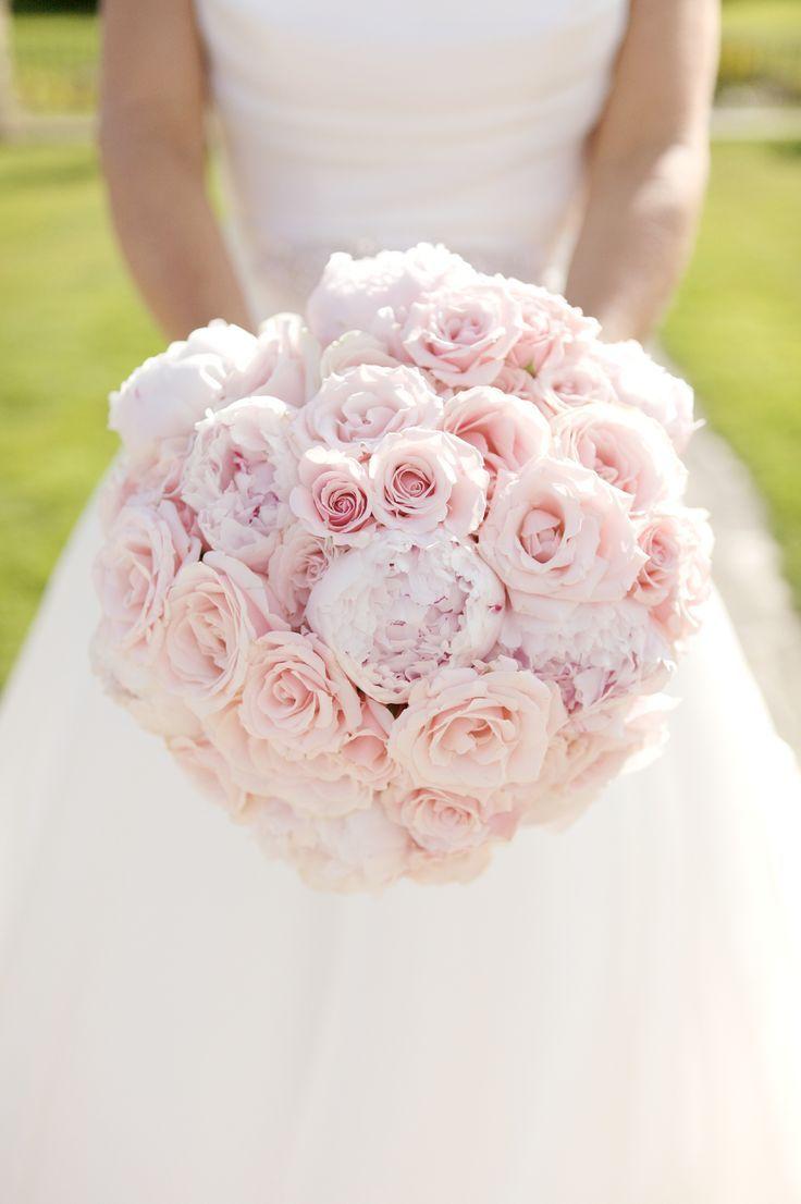 Ein einzigartiger handgebundener Strauß aus hellrosa, süßen Lawinenrosen, ... #pinkbridalbouquets