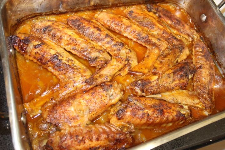 Photo of Easy Smothered Baked Turkey Wings