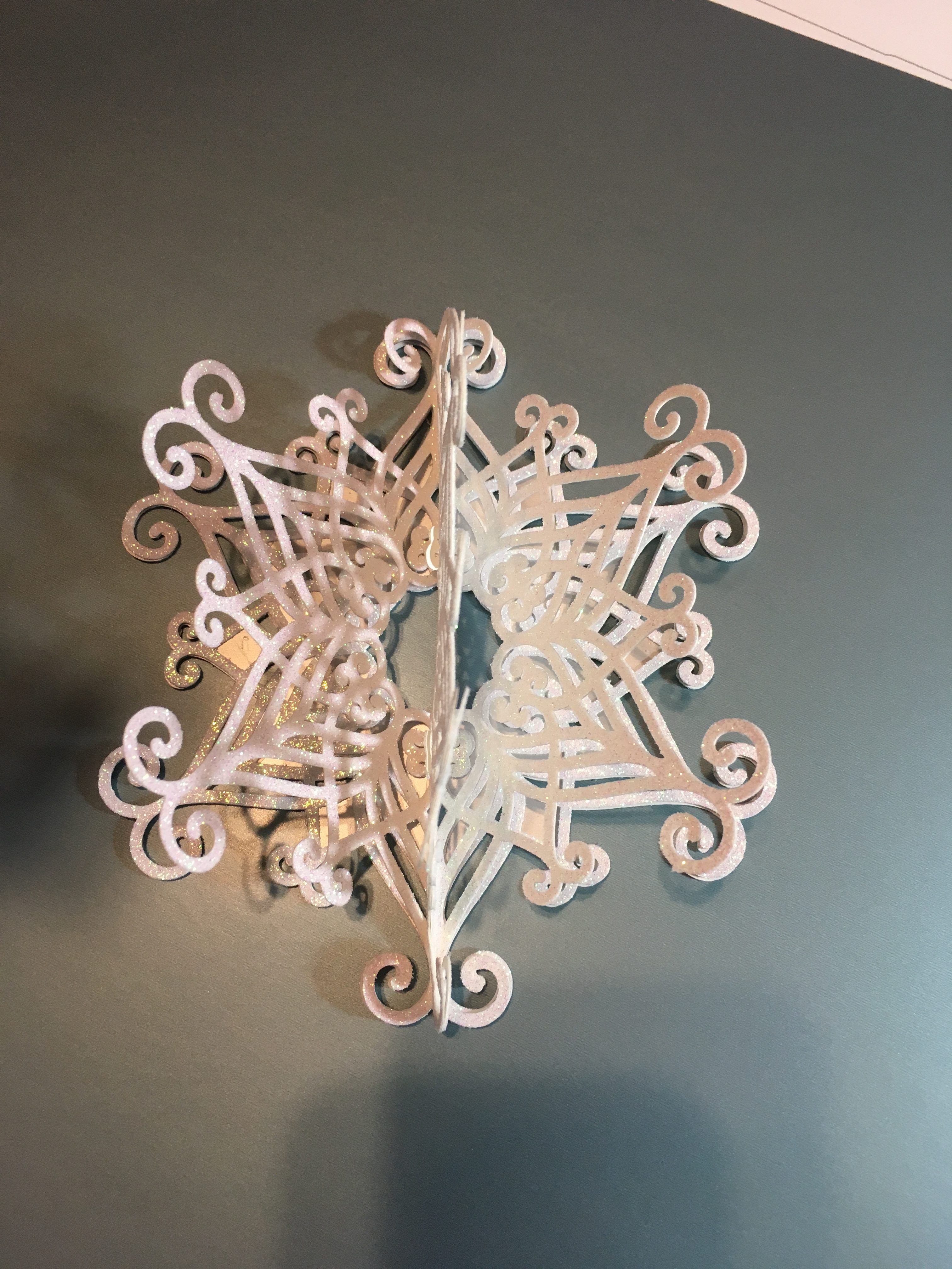 Cricut 3d Snowflake Project The Covered Chipboard Cricut Ornaments 3d Snowflakes Cricut Crafts