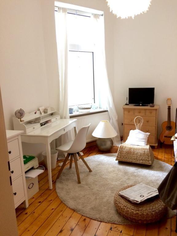 Ein Schones Wg Zimmer Die Toll Kombinierte Einrichtung Ladt Zum Zuhausefuhlen Ein Schone Lampen Interessante Sitzmog Wg Zimmer Wohnzimmermobel Modern Zimmer
