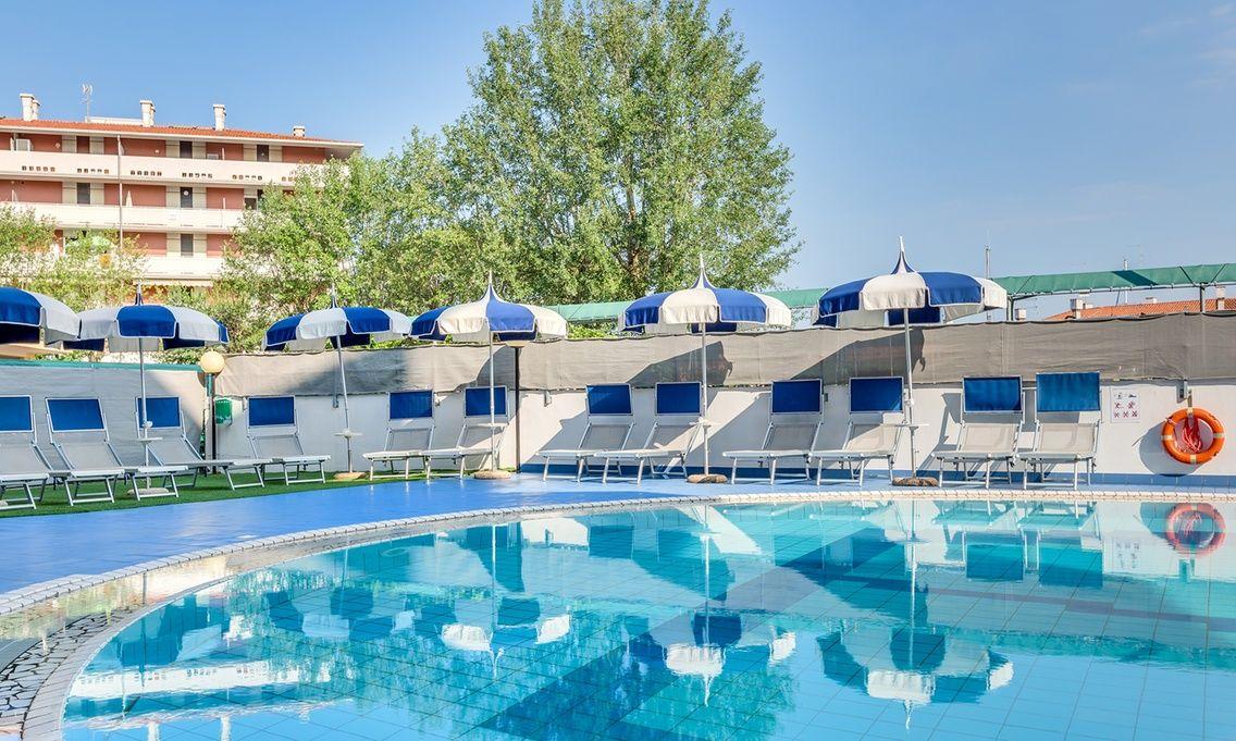 Hotel Ambassador - Caorle: Caorle: soggiorno di 7 notti ...