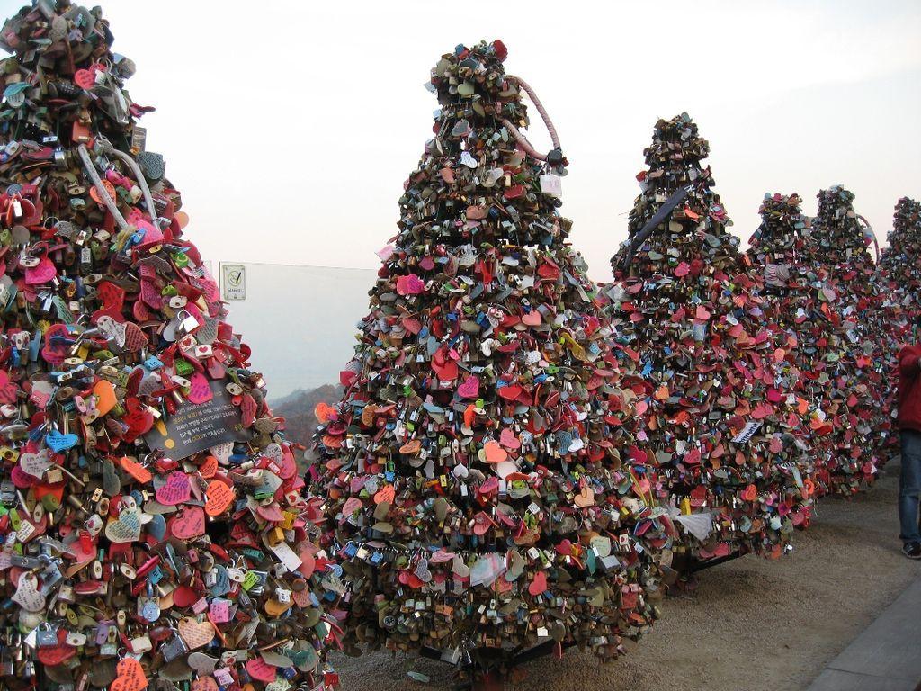 photo essay locks of love around the world photo essay south great photo essay of locks of love around the world