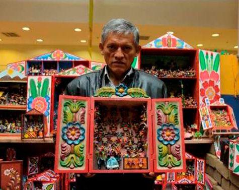Artesano Cesar Urbano, constructor de identidad y continuidad de tradiciones del arte en Retablo Ayacuchano.