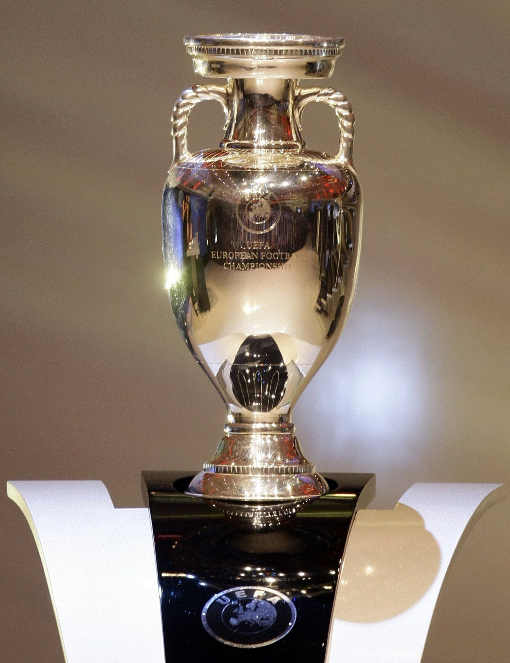 UEFA European Championship Henri Delaunay Trophy  national teams     UEFA European Championship Henri Delaunay Trophy  national teams   http   en wikipedia org wiki UEFA European Football Championship