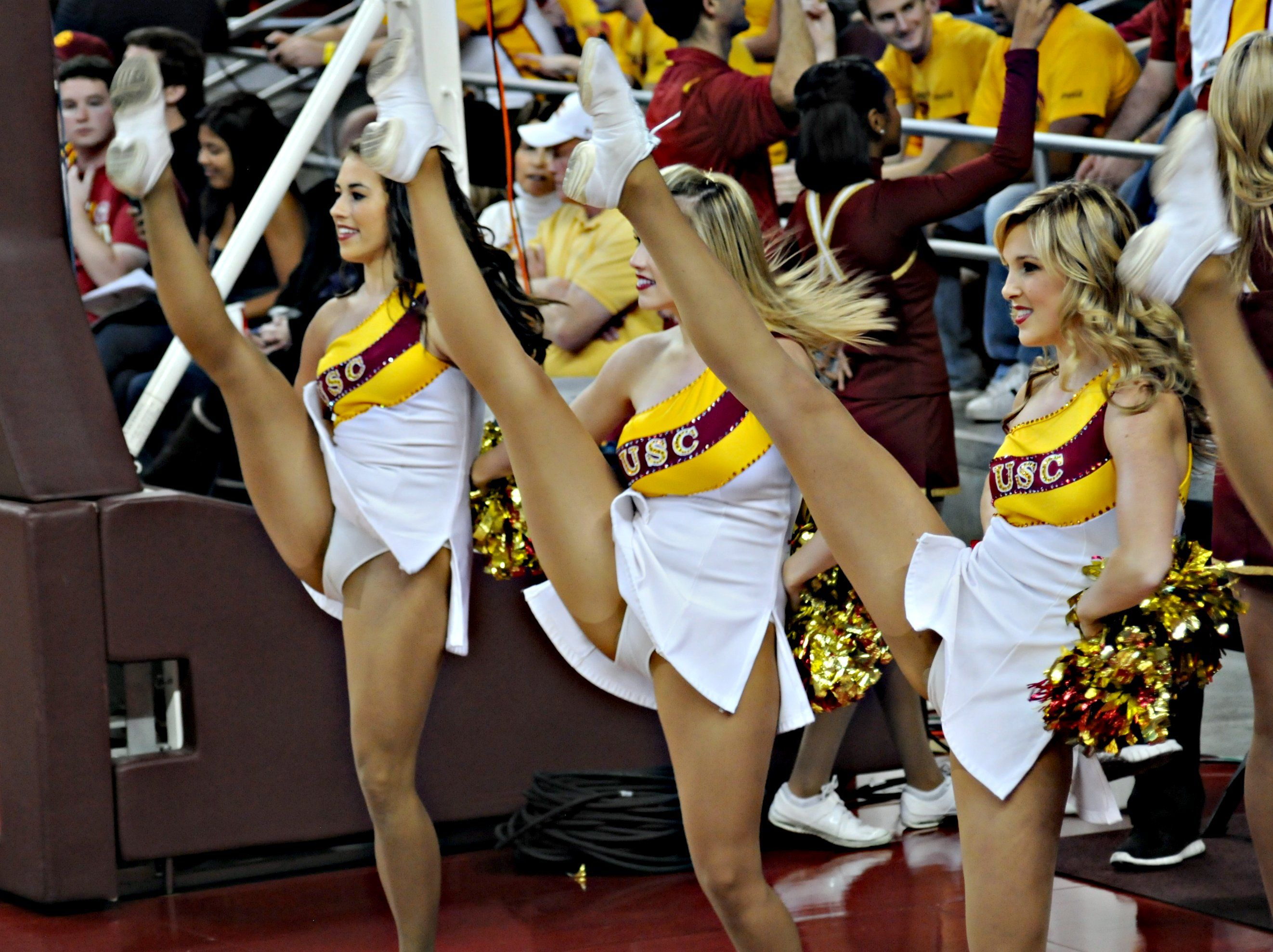 cheerleaders-bending-over-asses-usc