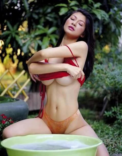 busty filipina taking her
