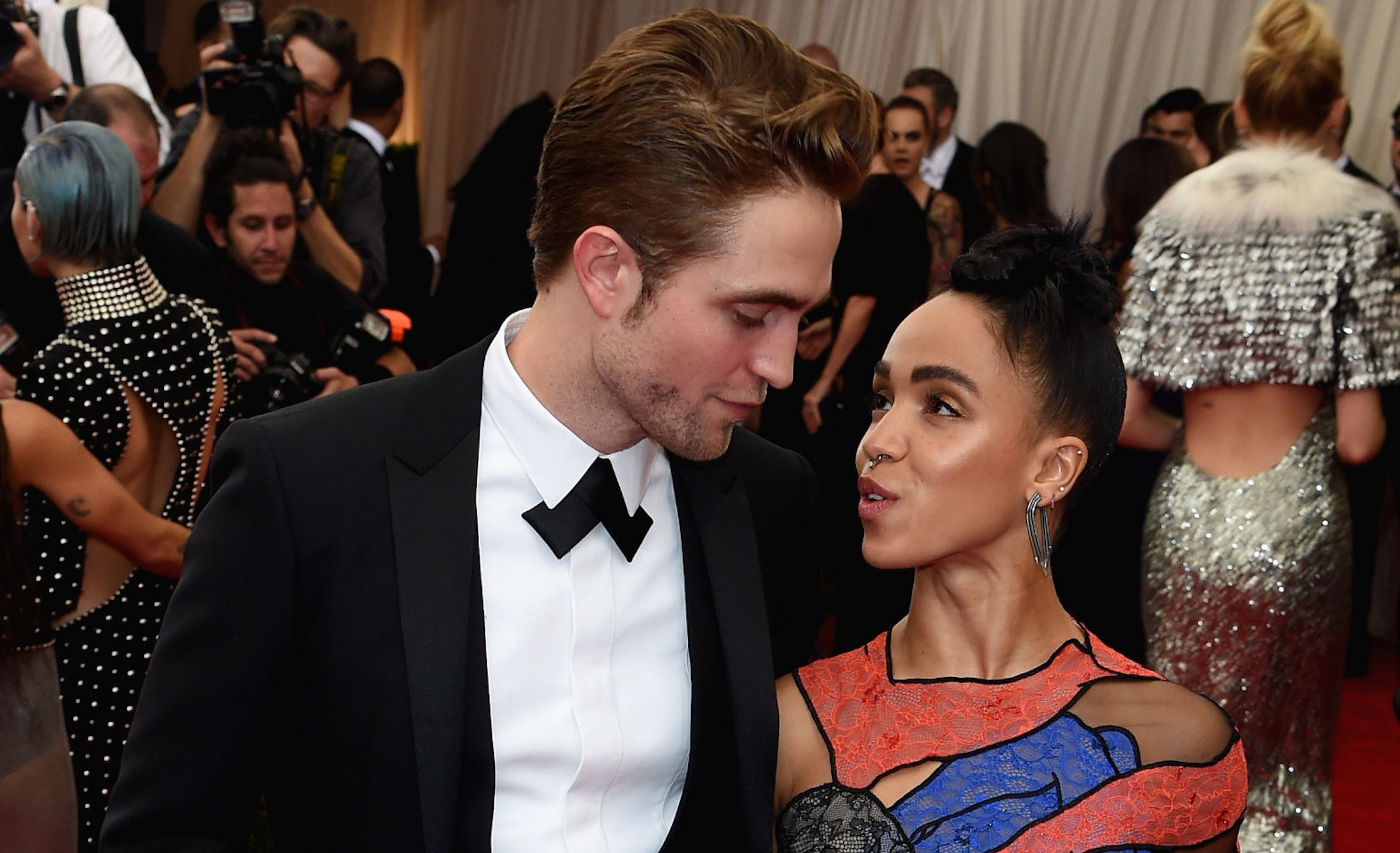 FKA Twigs engagement ring from Robert Pattinson