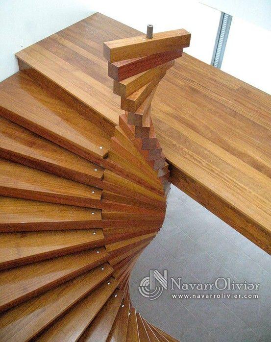 Escalera helicoidal de madera en vivienda unifamiliar for Escaleras helicoidales