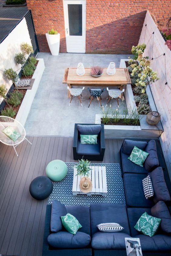 Decoracion Jardin Terraza De Dos Ambientes Comedor Con Mesa Y Sillas Sofa En Azul Y Verde Plantas Silla Aca Small Patio Design Patio Design Terrace Design