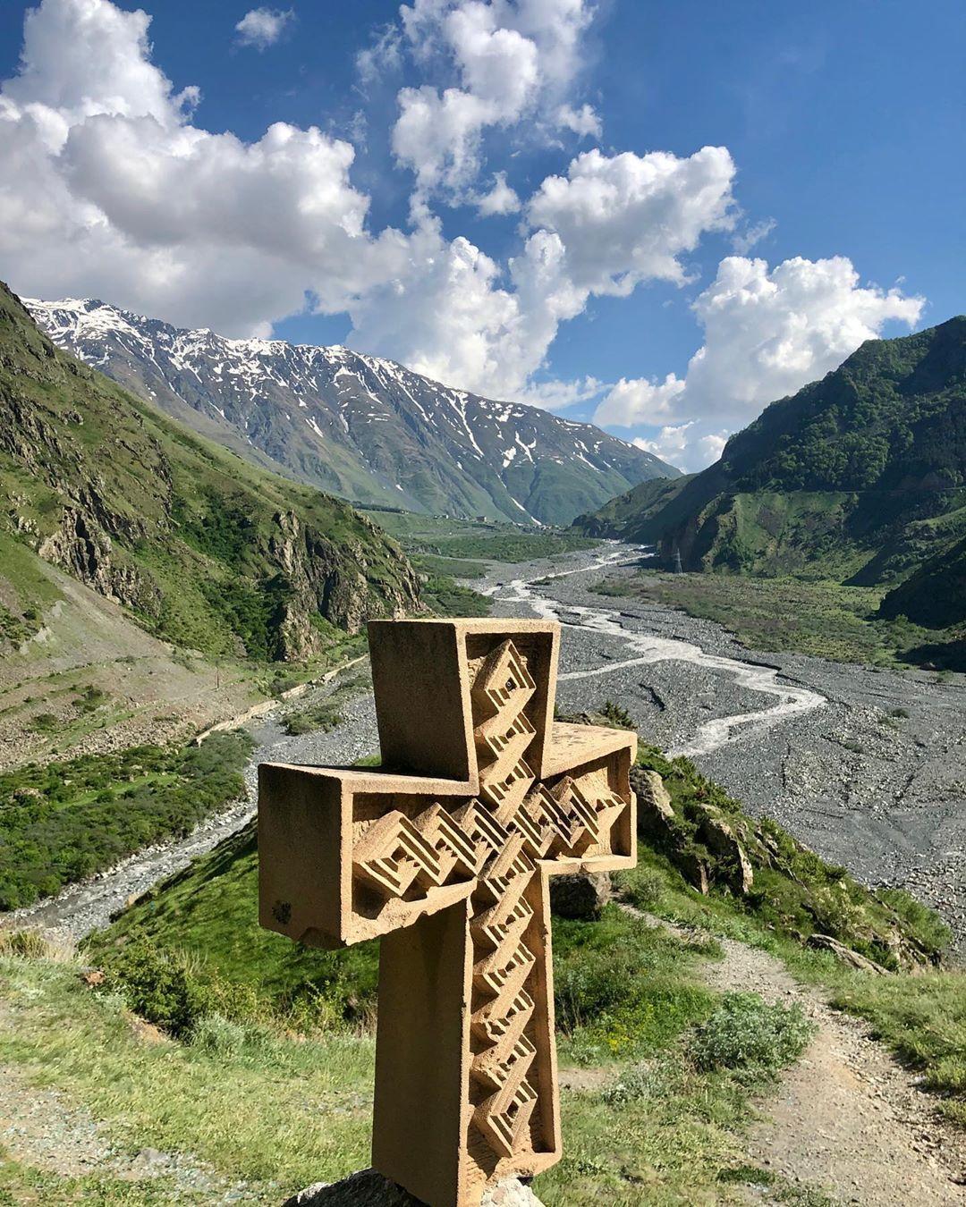 #georgia #georgia🇬🇪 #georgian #kazbegi #kazbegimountain #mountains #góry #gruzja #georgiatravel #georgiamountains #instagram #instaphoto…