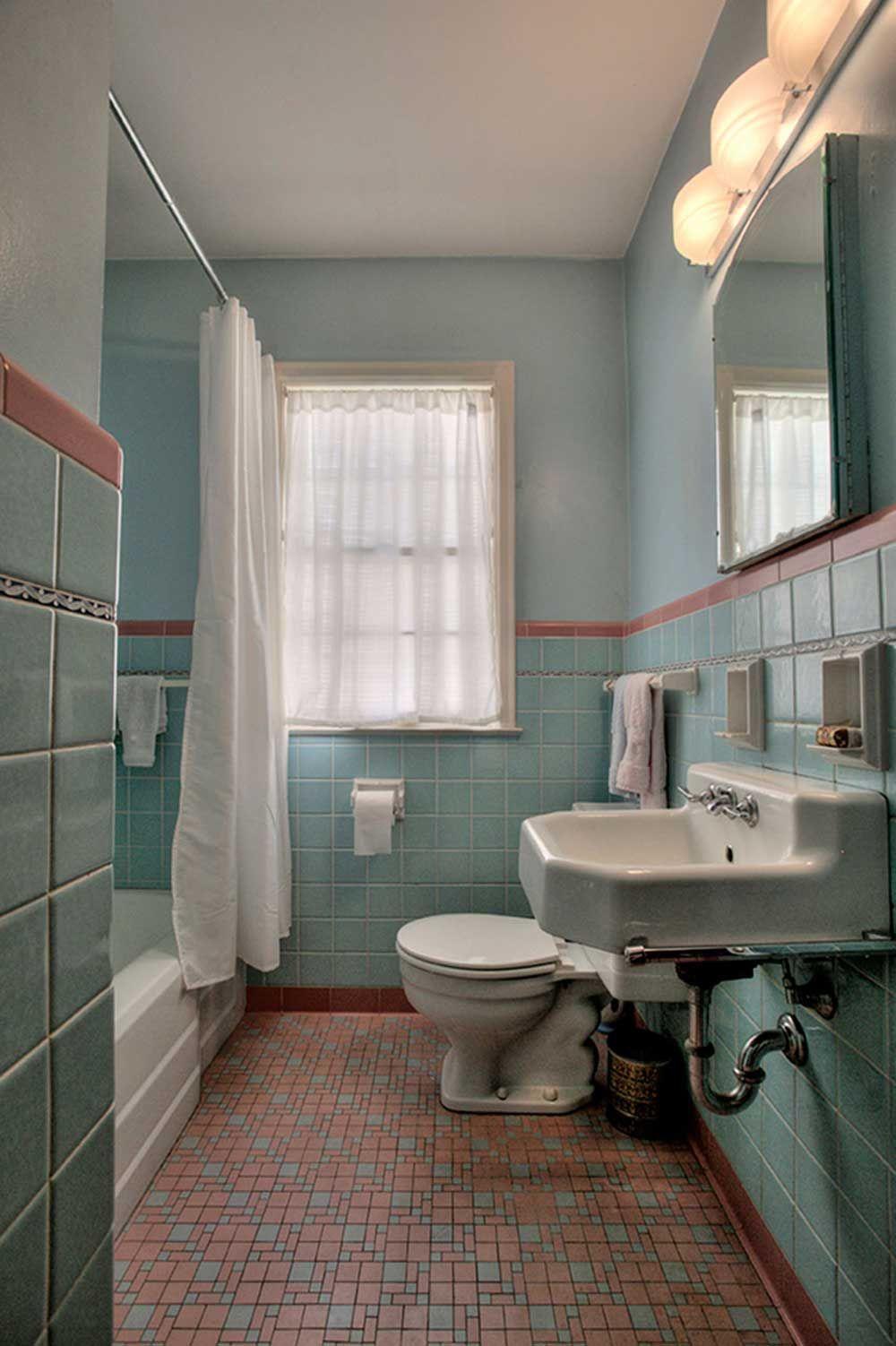 1949 time capsule house filled with original charm - Badkamer, Wc en ...