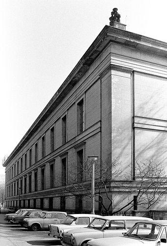 Berlin Ddr Berlin Altes Museum Berlin 1825 Karl Friedrich Schinkel Architecture Old Historical Architecture Neoclassical Architecture